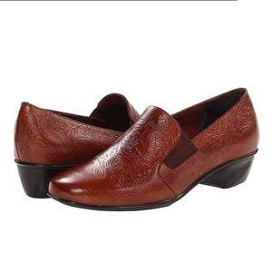 Wide Teri Tooled Leather Shoe